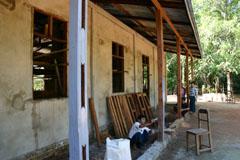 建設中の校舎
